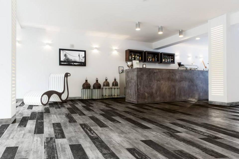 Tegeloutlet noord holland keramisch hout for Forets carrelage